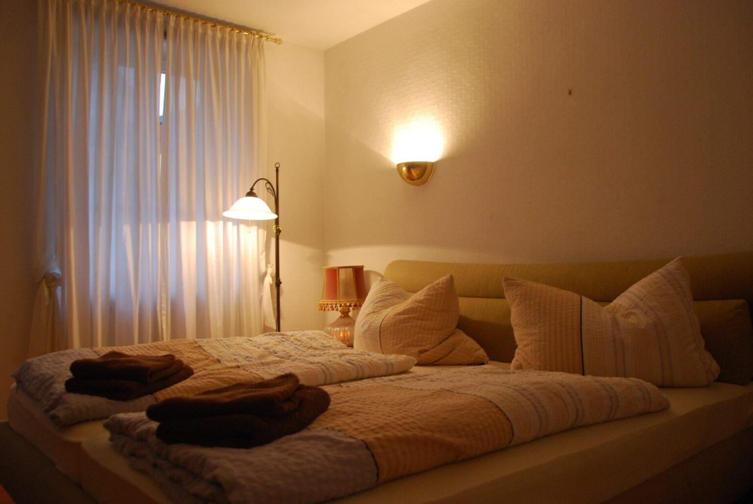"""Steinfelderhof Ferienhaus """"Altes Winzerhaus"""" Schlafzimmer 1"""